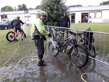 Alain au lavage vélo Quimper